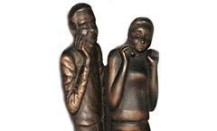 Мобильная связь (На свидании) - Деревянная скульптура Владимира Цепляева