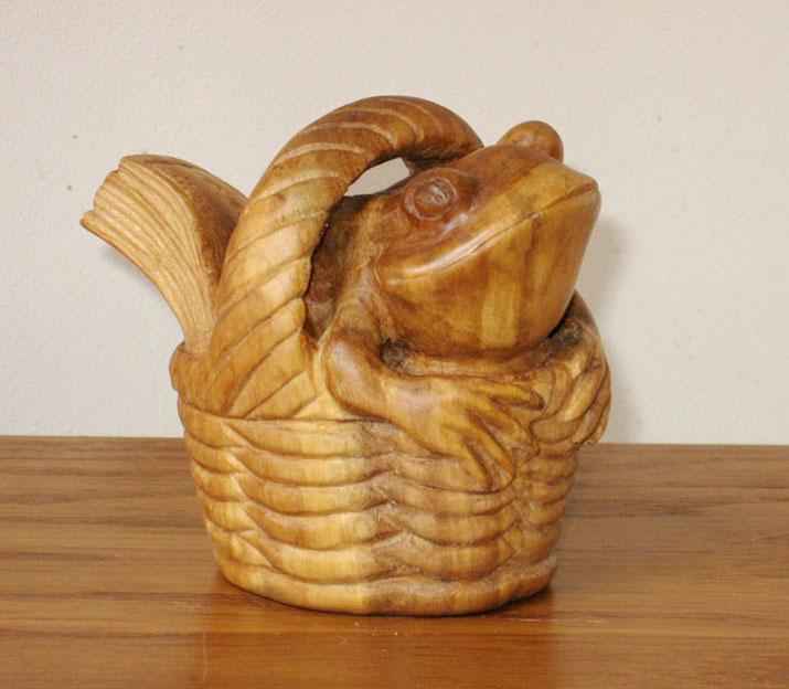Лягушка-несушка - Деревянная скульптура Владимира Цепляева