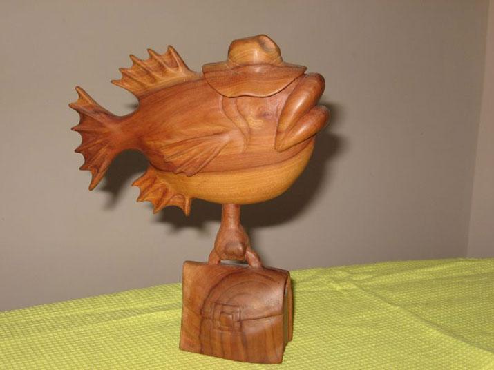 Рыба-чиновник - Деревянная скульптура Владимира Цепляева