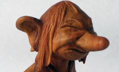 Вот только штаны подтяну - Деревянная скульптура Владимира Цепляева