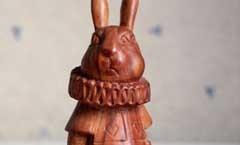 Белый кролик (Алиса в Стране Чудес) - Деревянная скульптура Владимира Цепляева