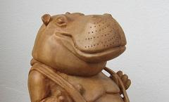 Бегемот с подтяжками - Деревянная скульптура Владимира Цепляева